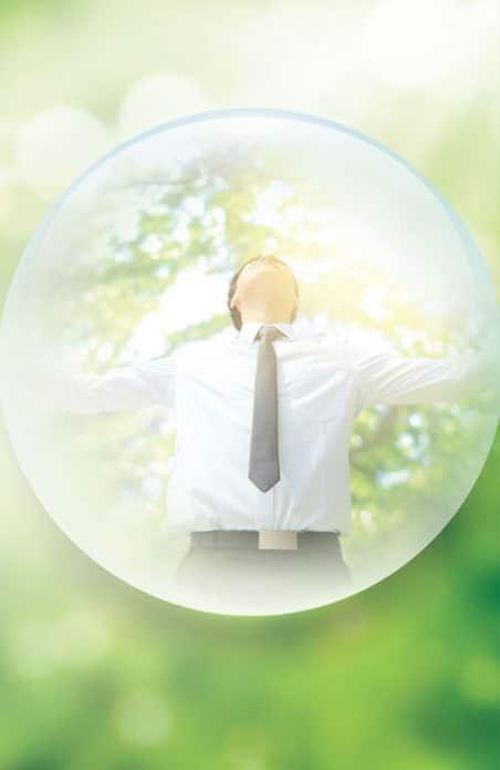 Photomontage d'un homme d'affaire dans une bulle, source de bien-être. Sophrologie, Hypnose, Synergie sur Marseille